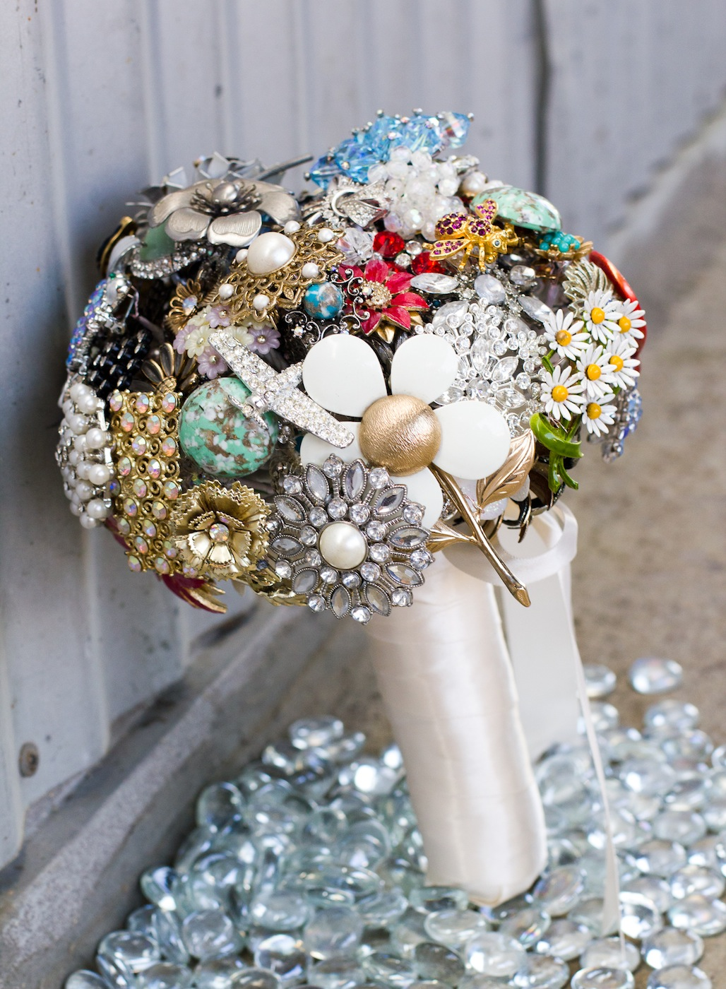 Caroline brooch bouquet 5